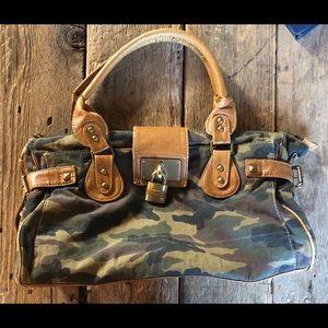 Vieta camouflage purse